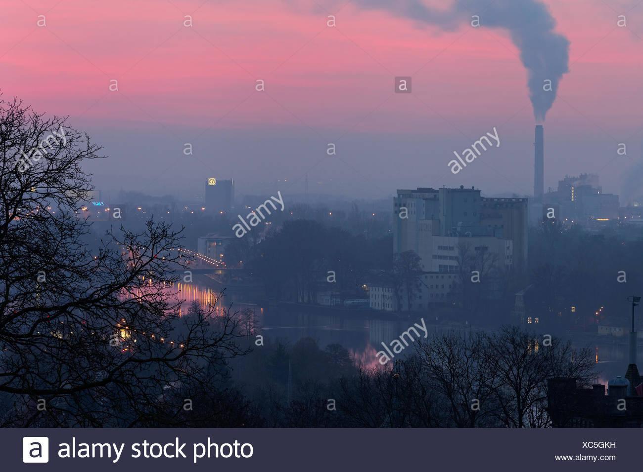 Blick von der Peterstirn mit seinen Weinlagen auf die Industriestadt Schweinfurt und ihr Umland in der Mainebene, Unterfranken, Bayern, Deutschland Stock Photo