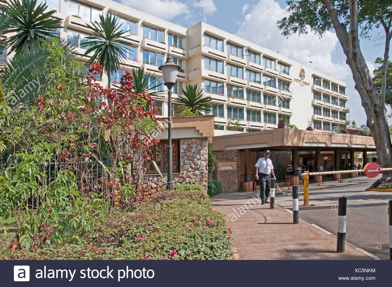 Askari Security Guard at entrance to Nairobi Serena Hotel Nairobi Kenya Africa NAIROBI SERENA HOTEL ASKARI SECURITY GUARD - Stock Image
