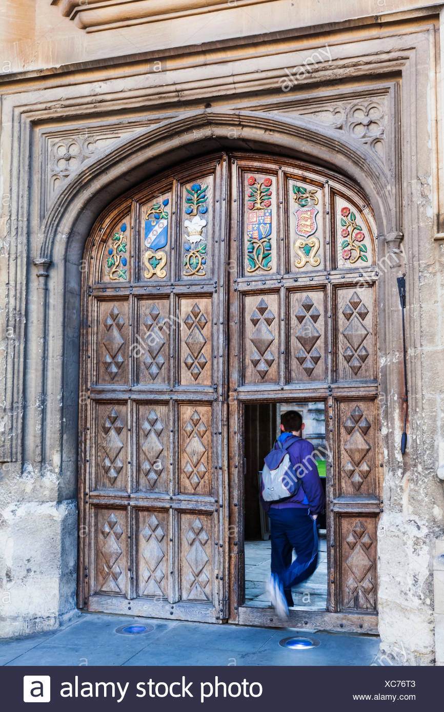 England, Oxfordshire, Oxford, Oriel College, Student Entering Doorway - Stock Image