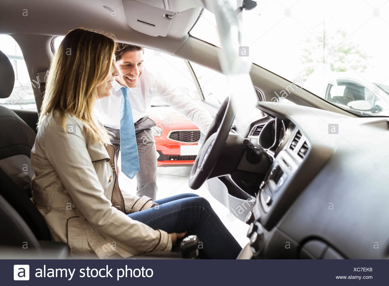 Salesman showing things to a customer - Stock Image