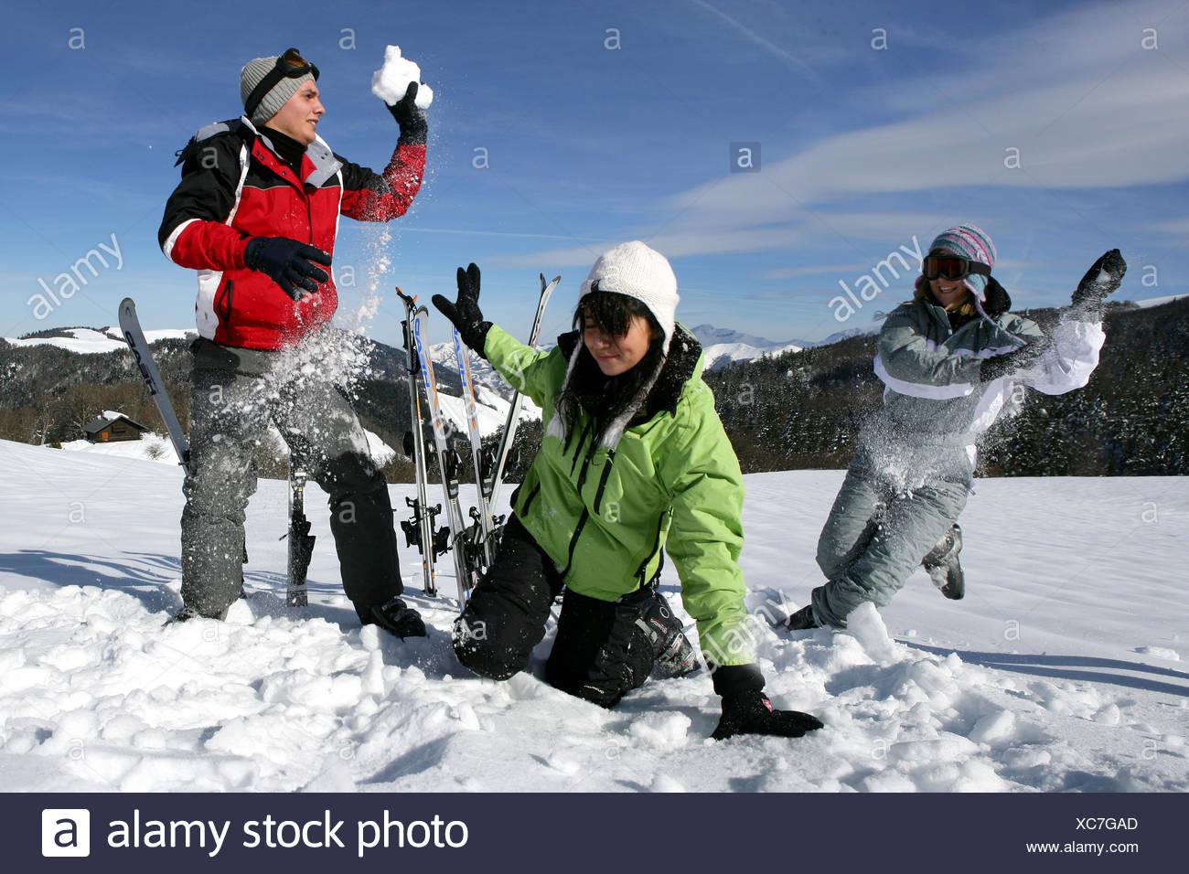 profile woman women friendship ski skiing snowball fight young younger enthusiasm amusement enjoyment joy gag joke pleasure fun - Stock Image