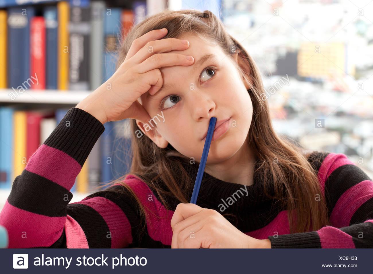 Mädchen denkt nach Stock Photo