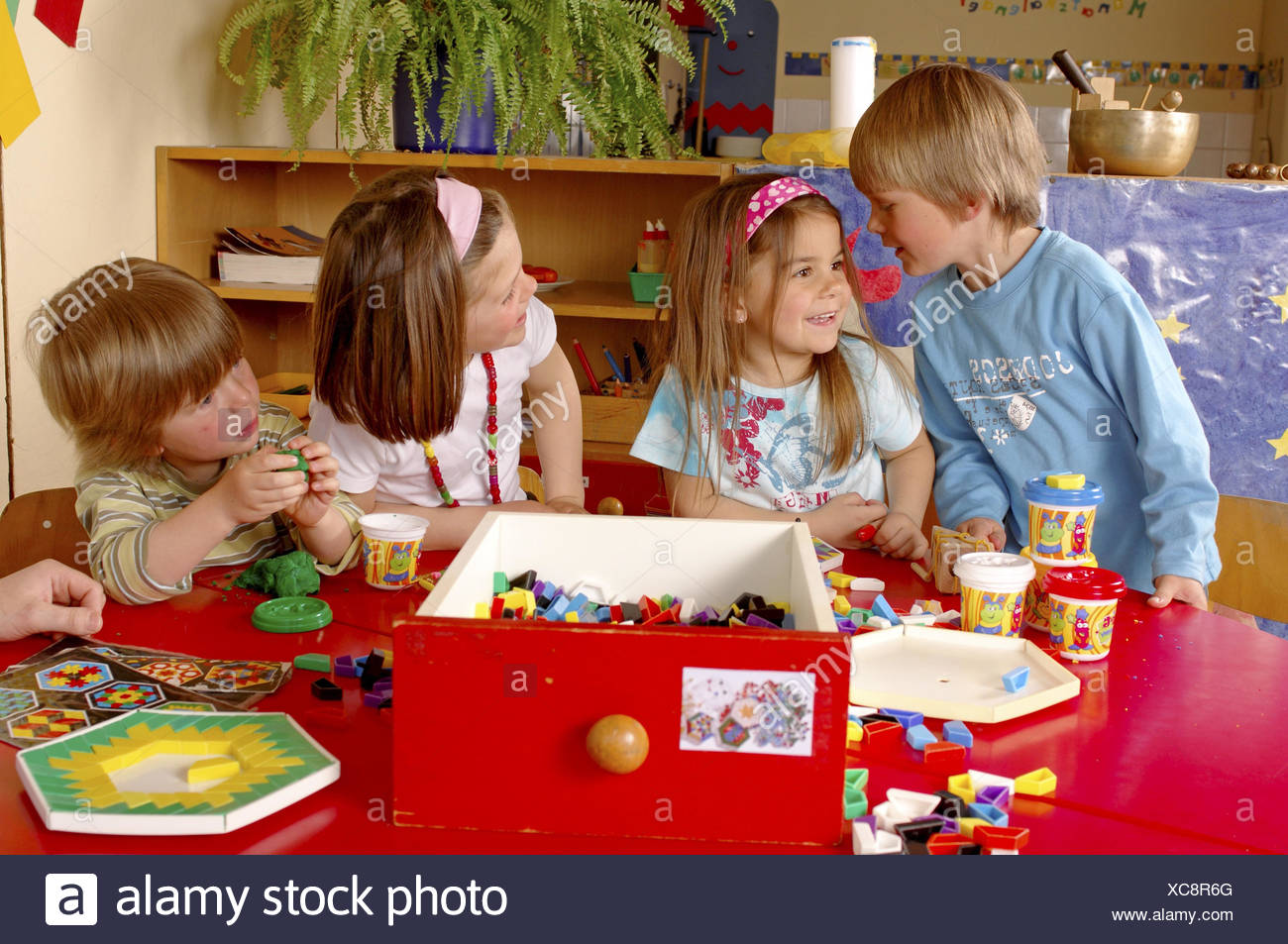Children Kindergarten Do Handicraft Play