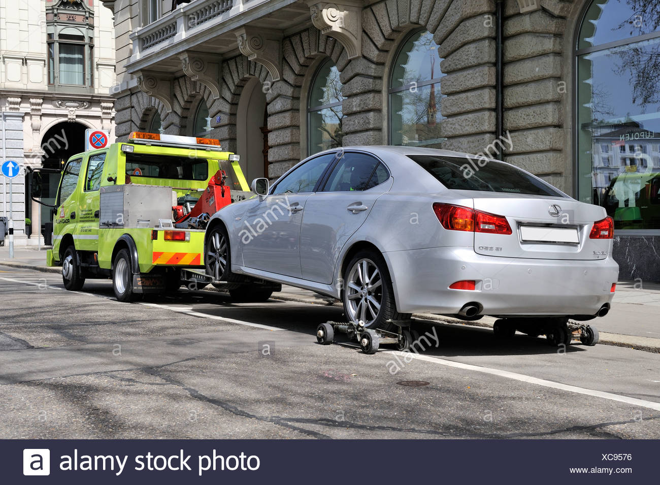 A car is being towed away from a no-parking zone in the historic district of Zurich, Canton of Zurich, Switzerland, Europe - Stock Image