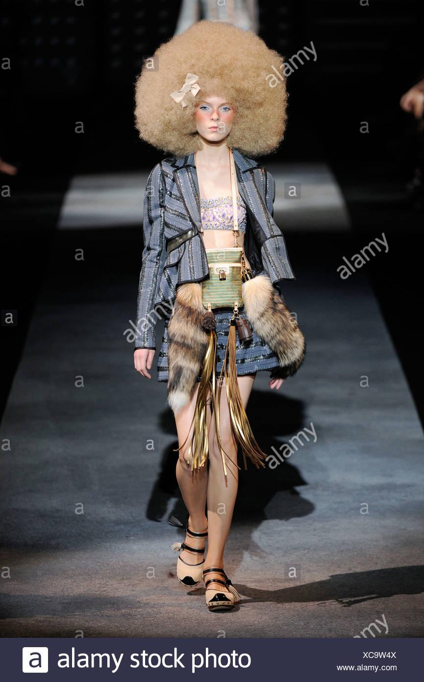 a3c20c72bc Louis Vuitton Paris Ready to Wear Spring Summer Big fair hair, blue ...