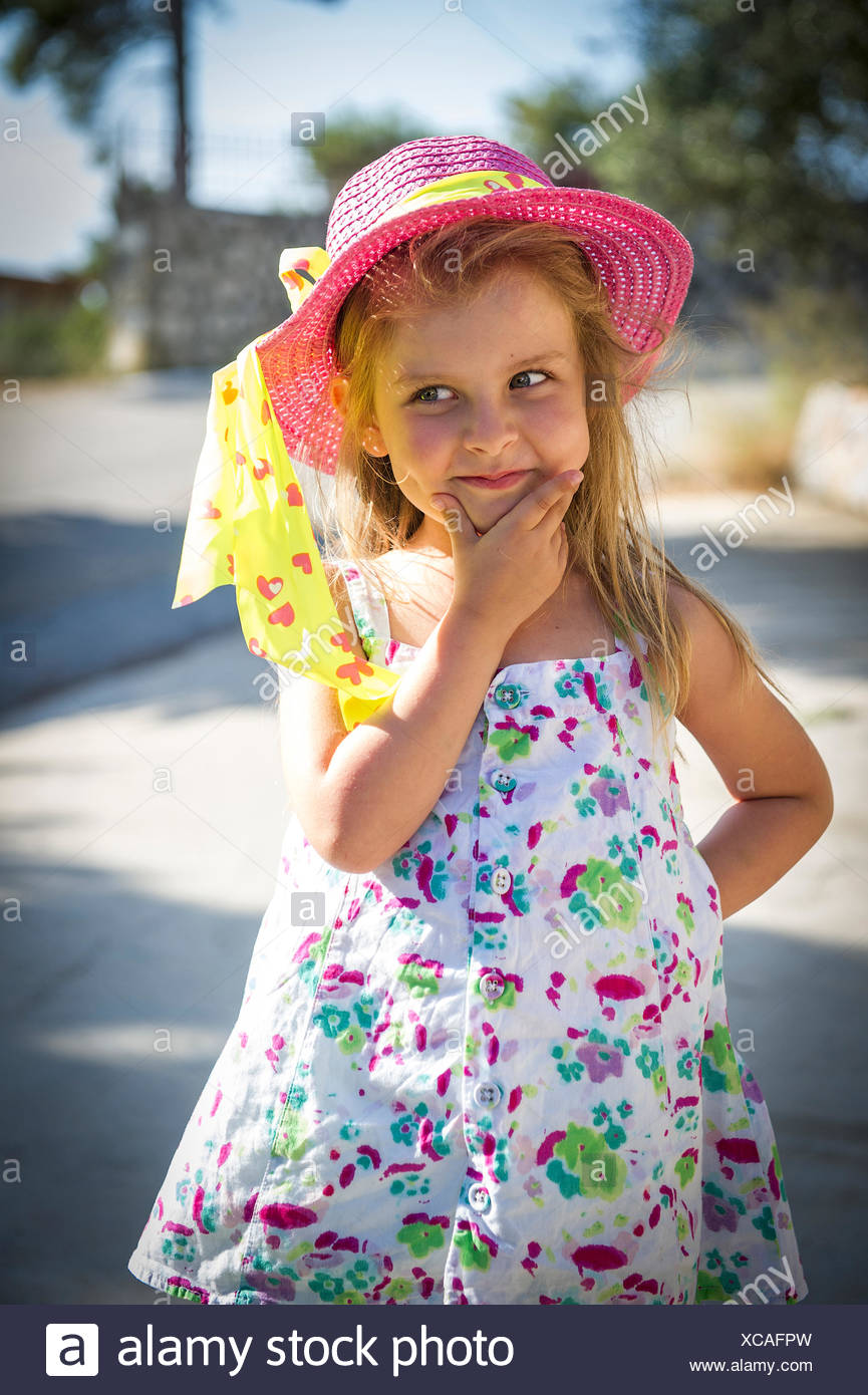 Front view of girl wearing summer hat - Stock Image
