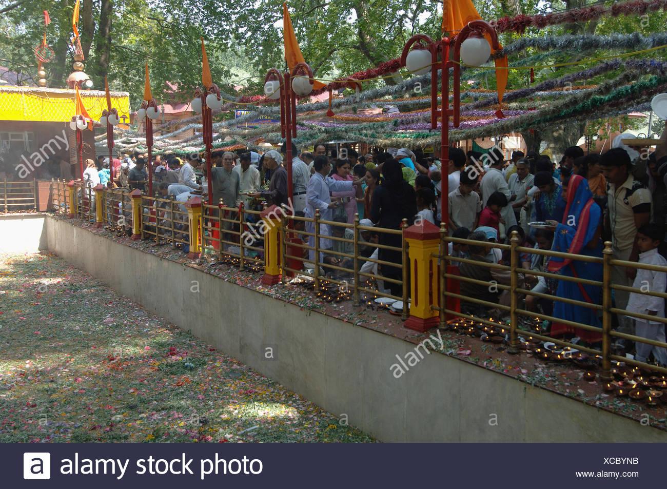 Kashmiri Pundit performing rituals - Stock Image