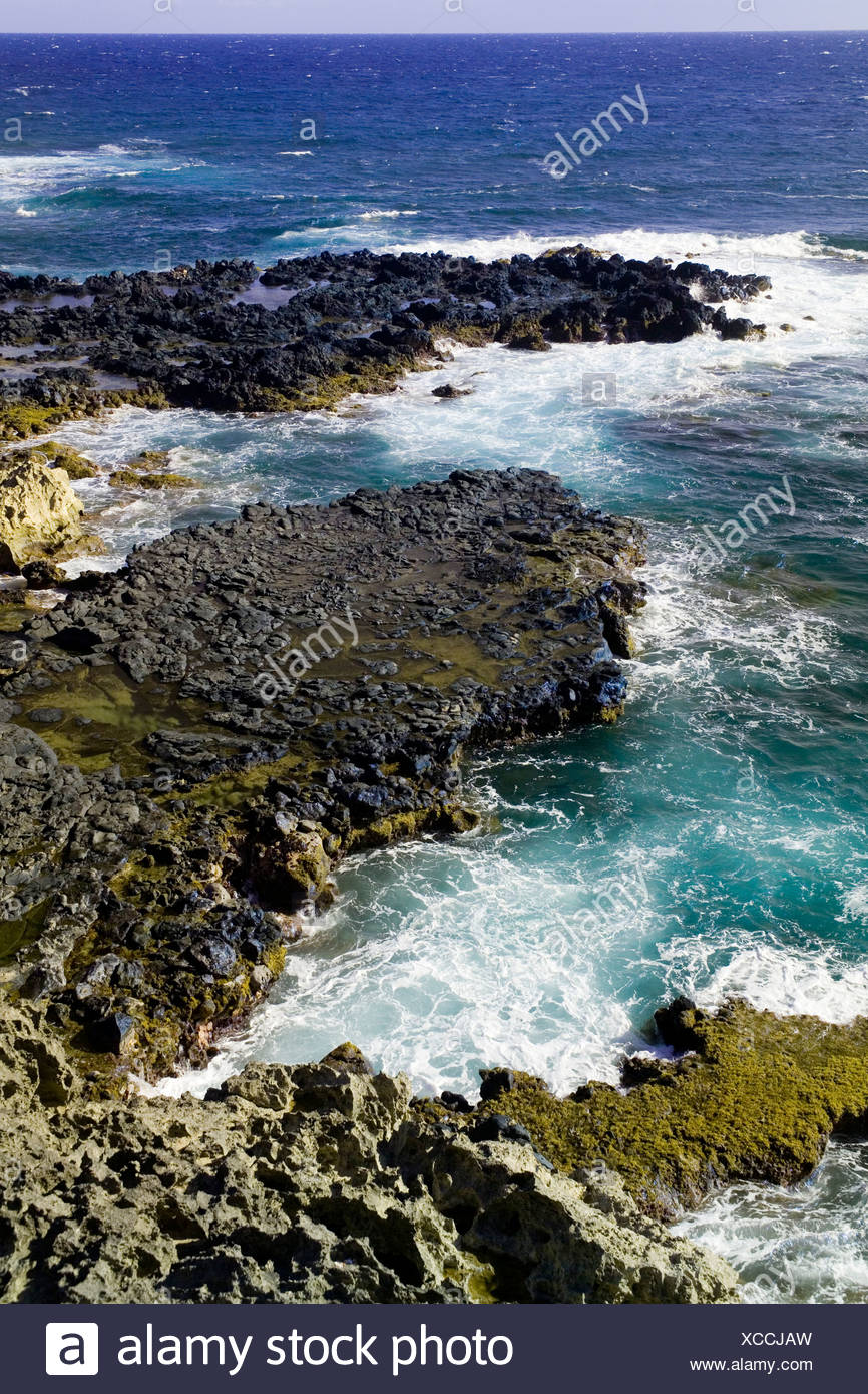 Volcanic rocks and ocean at Ilio point on the Pacific island of Molokai, Hawaii. - Stock Image