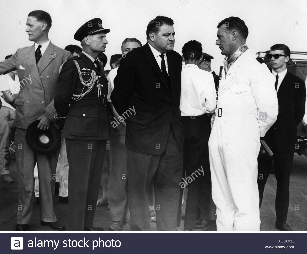 Strauss, Franz Josef, 6.9.1915 - 3.10.1988, German politician (CSU), Federal Minister of Defence 16.10.1956 - 9.1.1963, with the British consul general Aubrey Halford-McLeod, Royal Air force attache Tomes and squadron leader of the 'Blue Diamonds' Merler, international air show, Fuerstenfeldbruck, 24.9.1961, Additional-Rights-Clearances-NA - Stock Image
