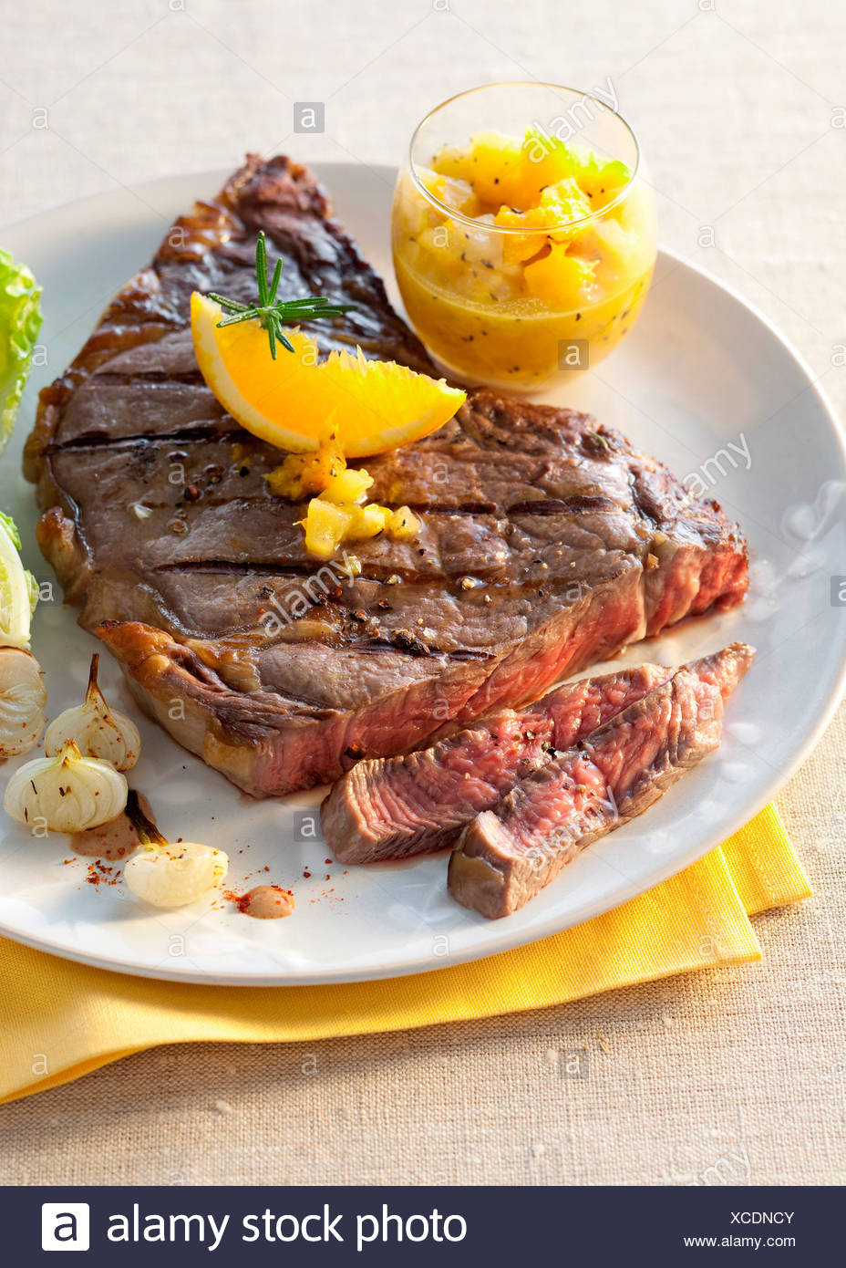 Entrec™te Steak with Grilled New Onions - Stock Image