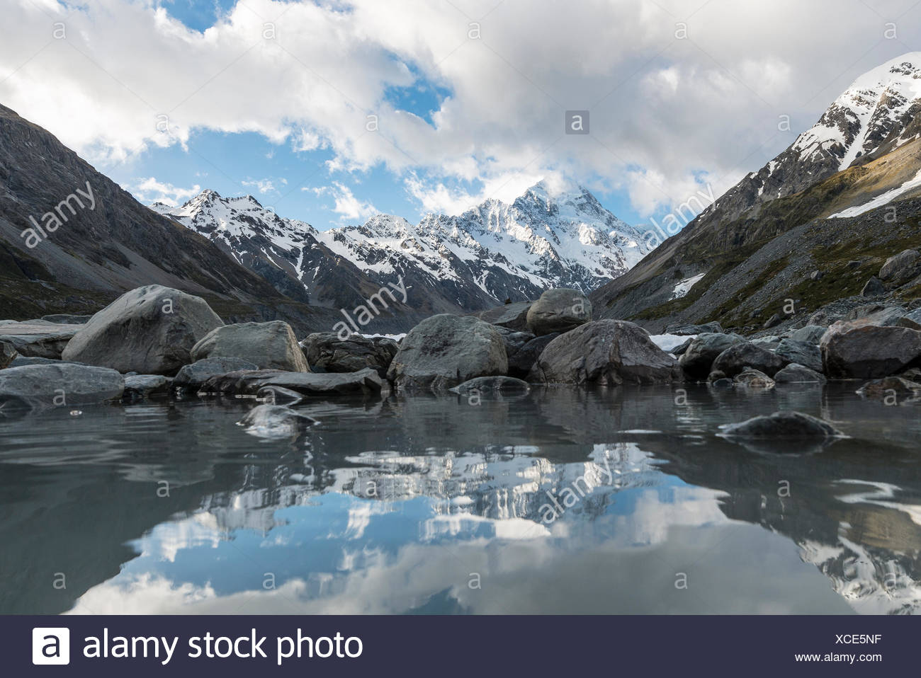 Reflection on the shore of Hooker Lake, at back Mount Cook, Hooker Valley, Mount Cook National Park, Southern Alps - Stock Image