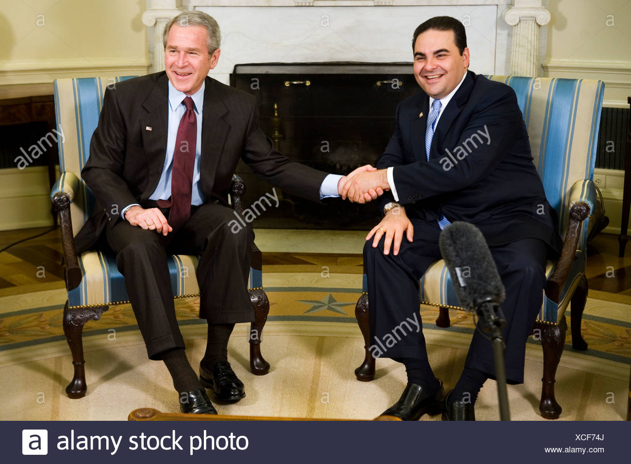 President Bush meets with Tony Saca President of El Salvador in the Oval Office - Stock Image