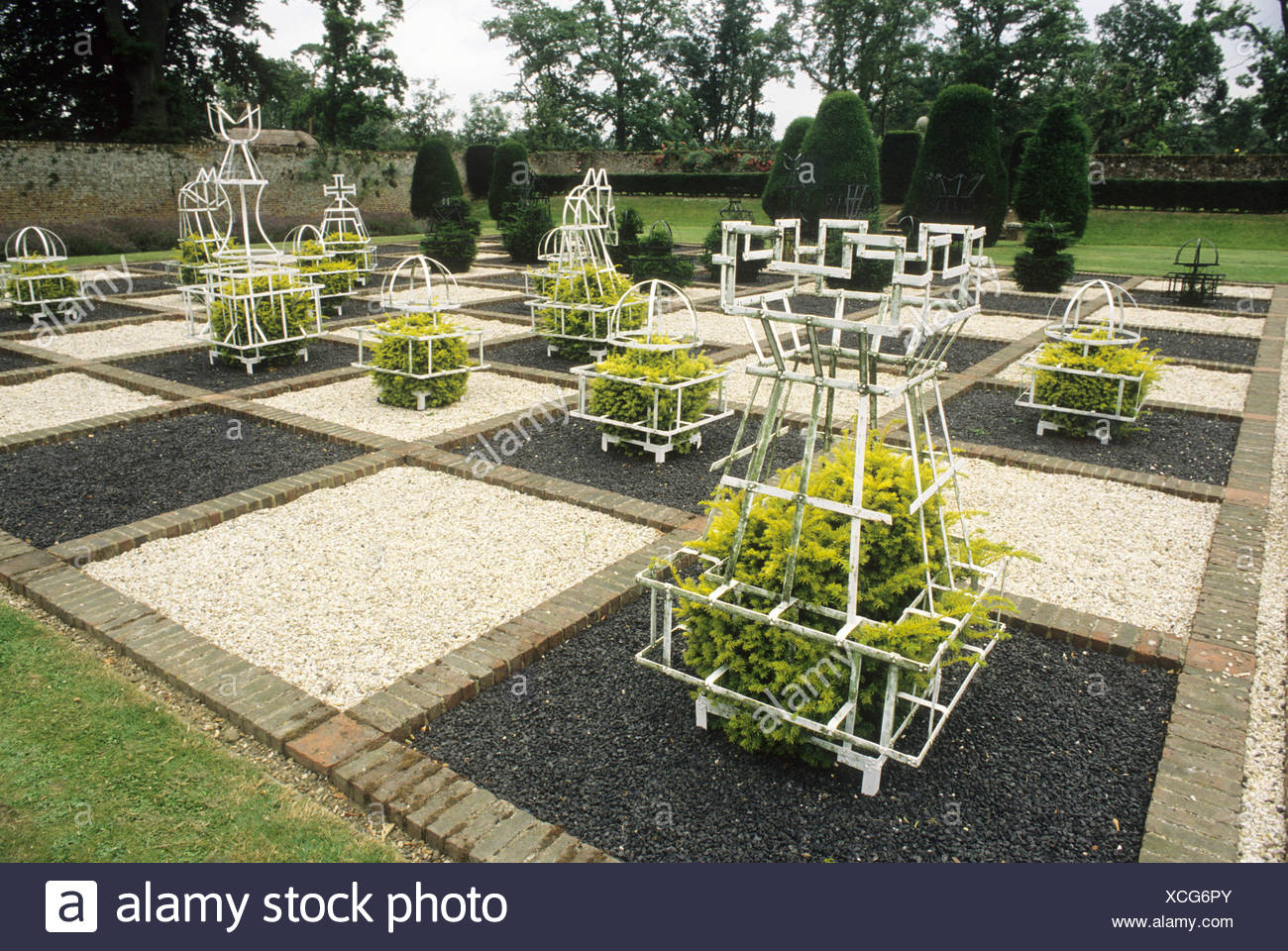 Topiary Training Frames Chess Set Board Brickwall House Sussex