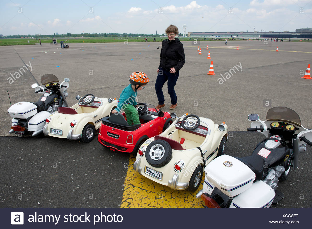 Leisure activity in a recreation park on the grounds of the no longer used Tempelhof International Airport, Berlin. - Stock Image