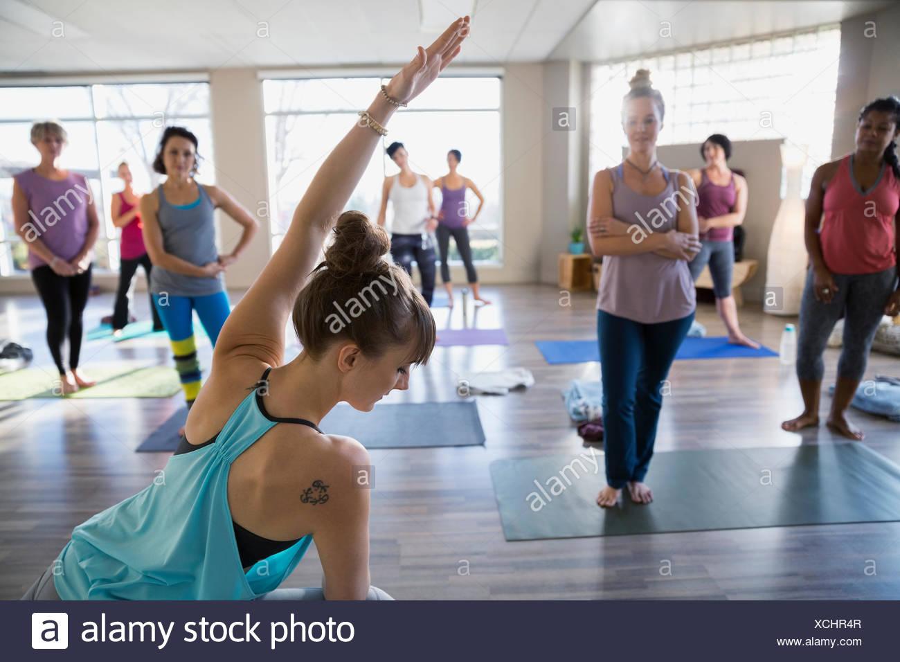 Yoga instructor demonstrating modified side angle pose - Stock Image