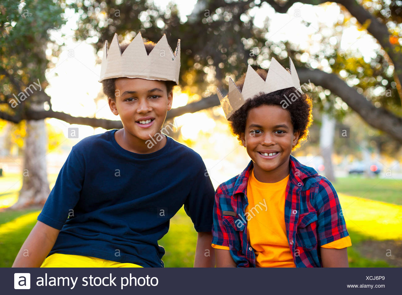 Portrait of two brothers with crowns on heads - Stock Image