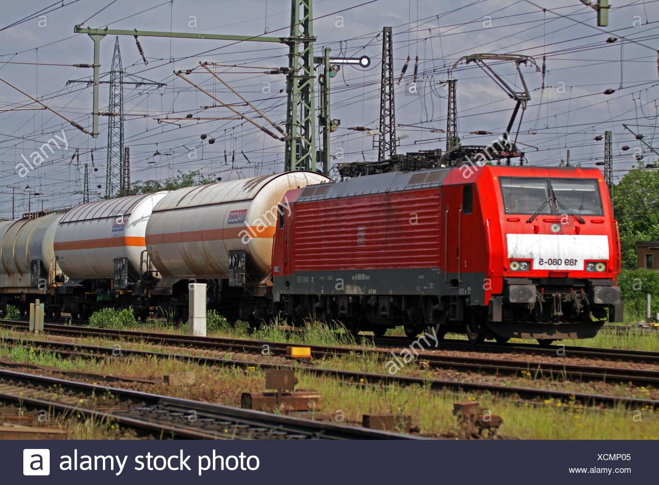 Gueterzug der Deutschen Bahn mit Kesselwagen, Deutschland   cargo train with tank wagons, Germany   BLWS429331.jpg [ (c) blickwi - Stock Image