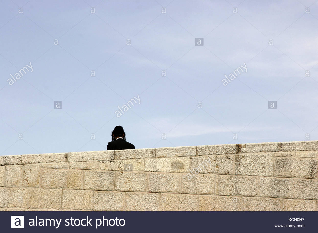 Israel, Jerusalem, Jew, back view, defensive wall, detail, no model release, capital, outside, religion, Jewish, faith, Judaism, person, man, clothes, care, headgears, typically, temple curls, Kippa, - Stock Image