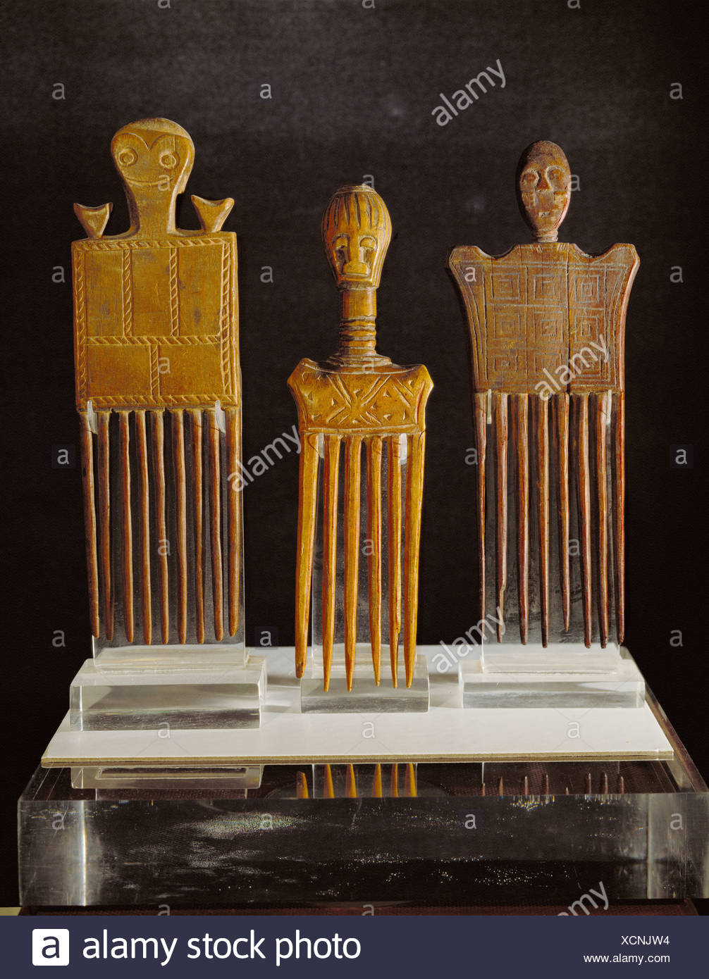 fine arts, Africa, combs, wood, left: Ashanti, right: Akan, Ivory Coast and Ghana, , Artist's Copyright has not to be cleared - Stock Image