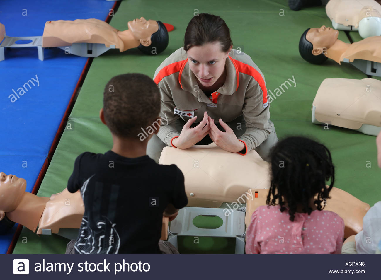 Workshop organised by the Red Cross. Life-saving first aid on a model. Paris. France. - Stock Image