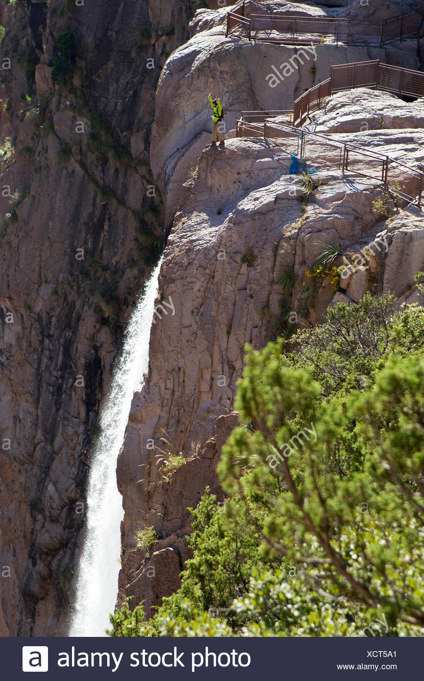 A basejumper prepares to jump at Basaseachic waterfalls in Chihuahua - Stock Image