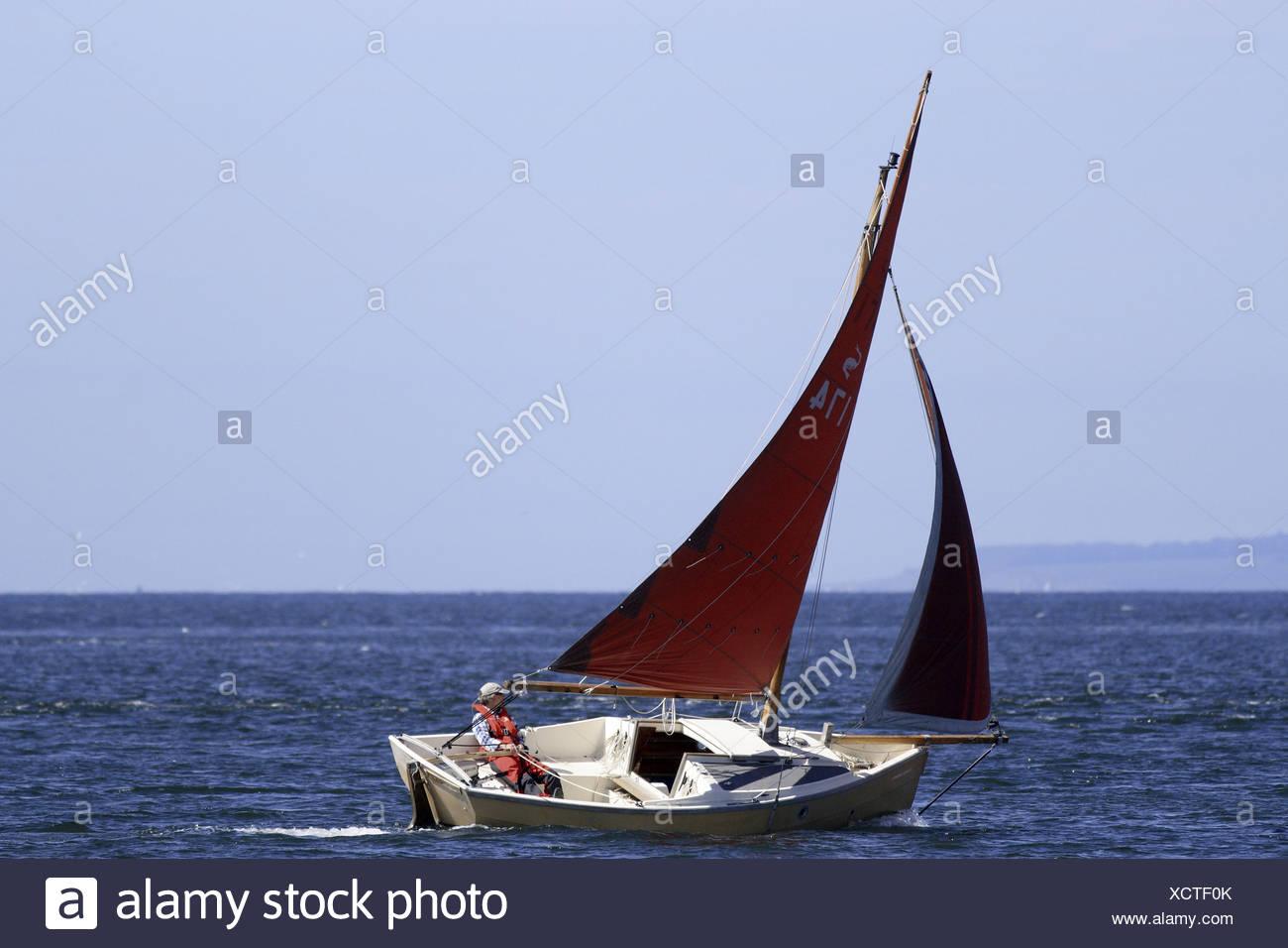 Sailing boat at Chanonry Point, Moray Firth. - Stock Image