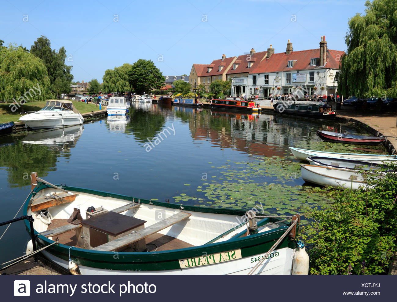 Ely, Cutter Inn, River Ouse, boats, barges, Cambridgeshire England UK English rivers inns pub pubs - Stock Image