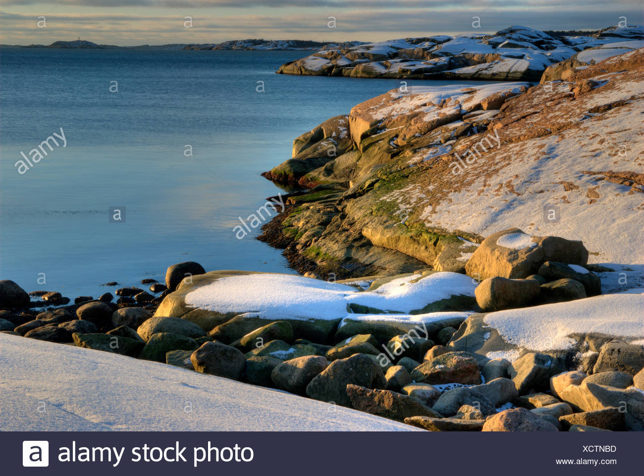 Flat rock by the ocean in the winter - Stock Image