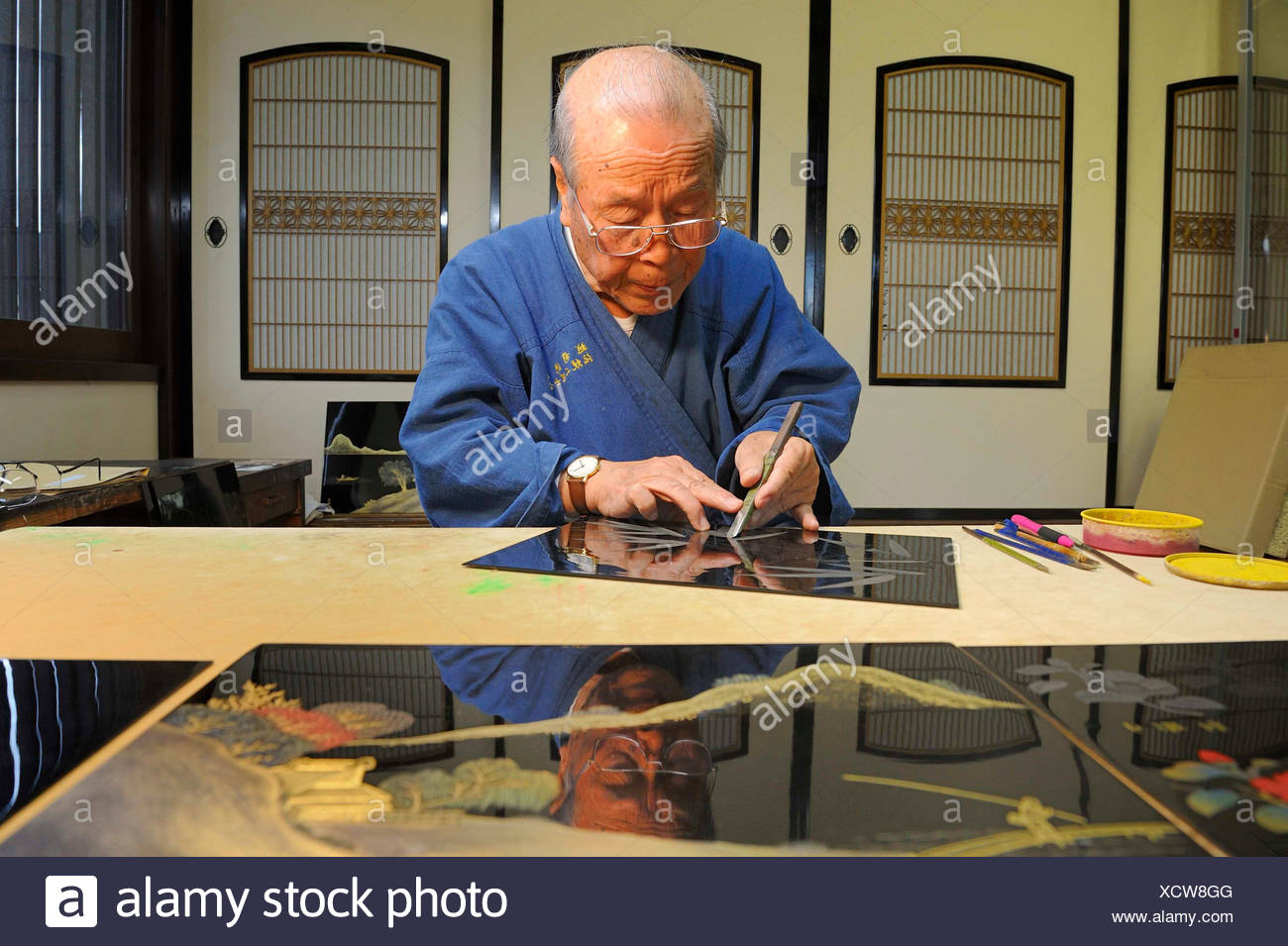 Japanese artisan scraping a bamboo motif onto the top lacquer coat, Sabae, Fukui, Japan, East Asia, Asia - Stock Image
