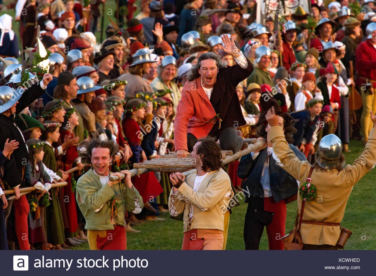 Festive games on the show grounds, ladder races wearing medieval costumes, 'Landshut Wedding', Landshut, Lower Bavaria, Bavaria - Stock Image