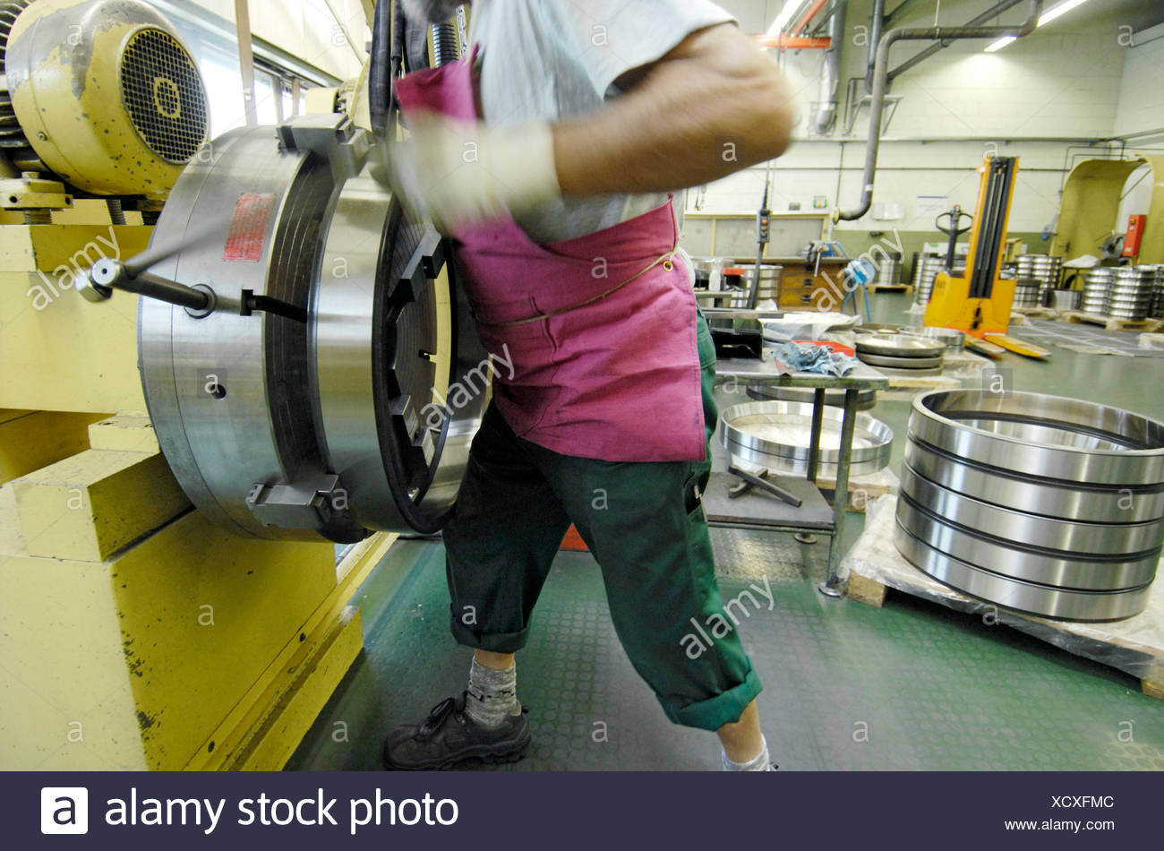 Roller bearing production, finishing of the outer rings, polishing of the bearing surfaces, SKF GmbH, Schweinfurt, Bavaria - Stock Image