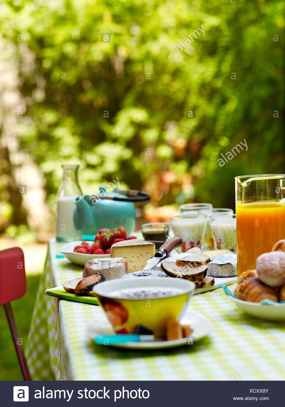 Breakfast table in the garden Stock Photo: 283333147 - Alamy
