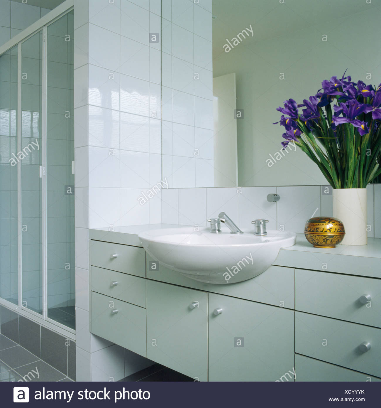 Fitted Bathroom Stock Photos & Fitted Bathroom Stock Images - Alamy