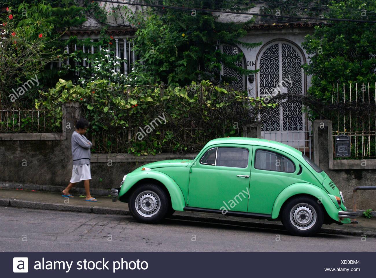 8bf03270547b01 Green VW Beetle infront of an old house in Santa Teresa neighbourhood