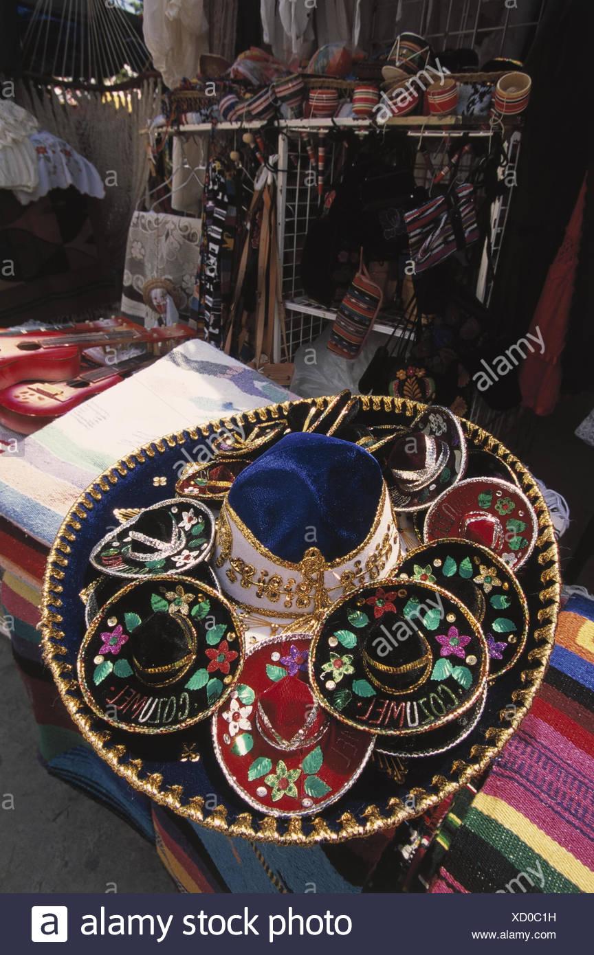 Mexiko, Quintana Roo, Cancun,  Verkauf, Sombreros, bestickt  Mittelamerika, Souvenirverkauf, Kopfbedeckungen,  Hüte, mexikanisch, Tradition, Brauchtum, Souvenir, Stickerei, Handwerk, Sachaufnahme, Wirtschaft - Stock Image
