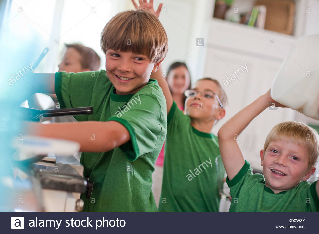 Group of children in kitchen - Stock Image