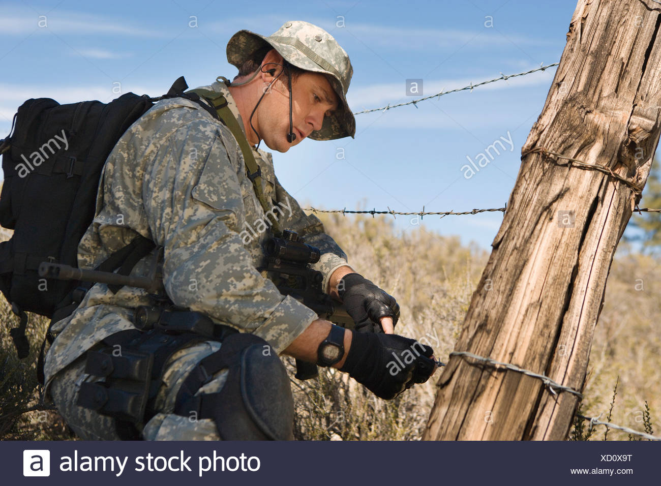 Soldier Wire | Soldier Cutting Barbed Wire Fence Stock Photo 283377076 Alamy
