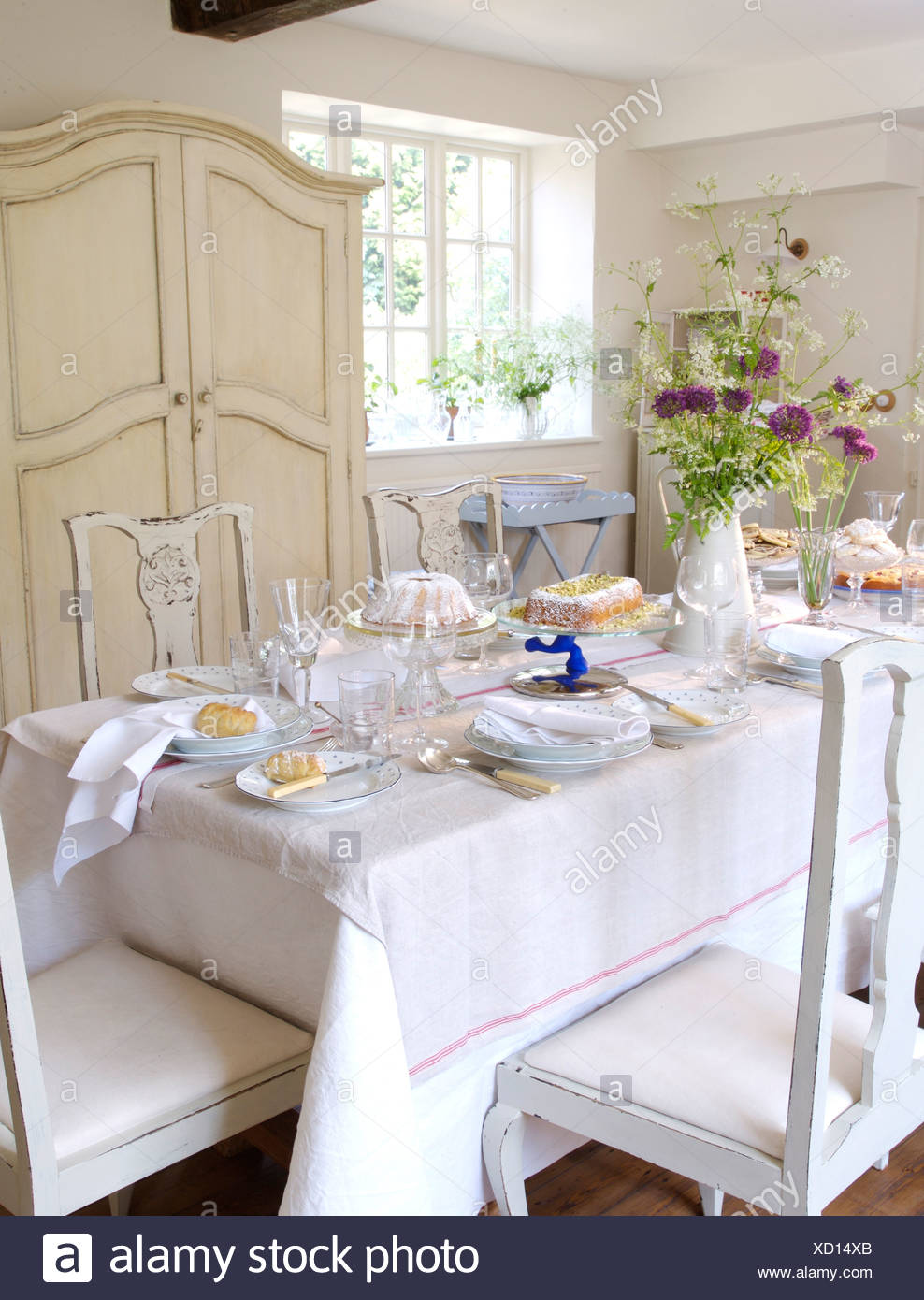 Stupendous White Linen Cloth On Table Set For Lunch In White Country Andrewgaddart Wooden Chair Designs For Living Room Andrewgaddartcom