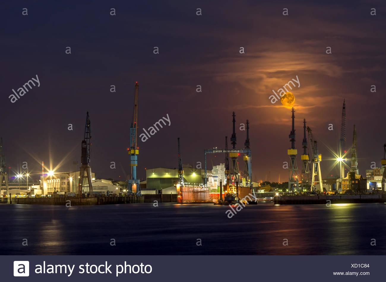 moonlight in harbor - Stock Image