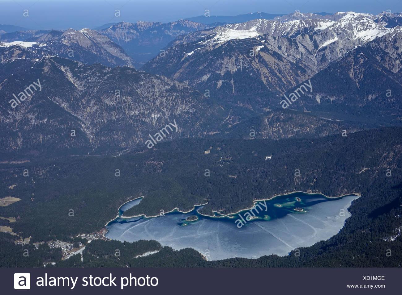 Blick von der Zugspitze auf den zugefrorenen Eibsee, Garmisch Partenkirchen, Bayern, Deutschland, Europa - Stock Image