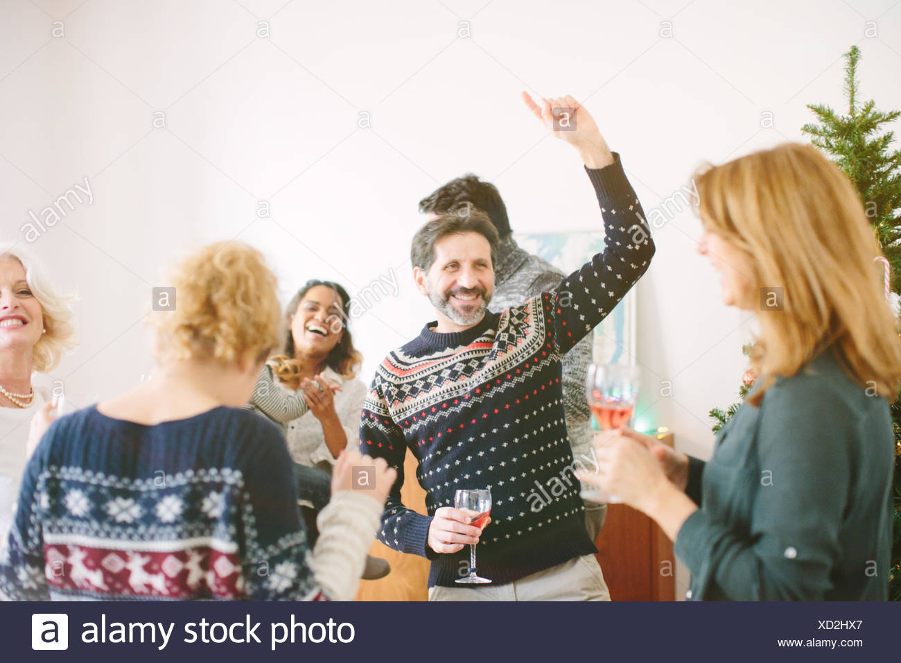 Family dancing at family Christmas party - Stock Image