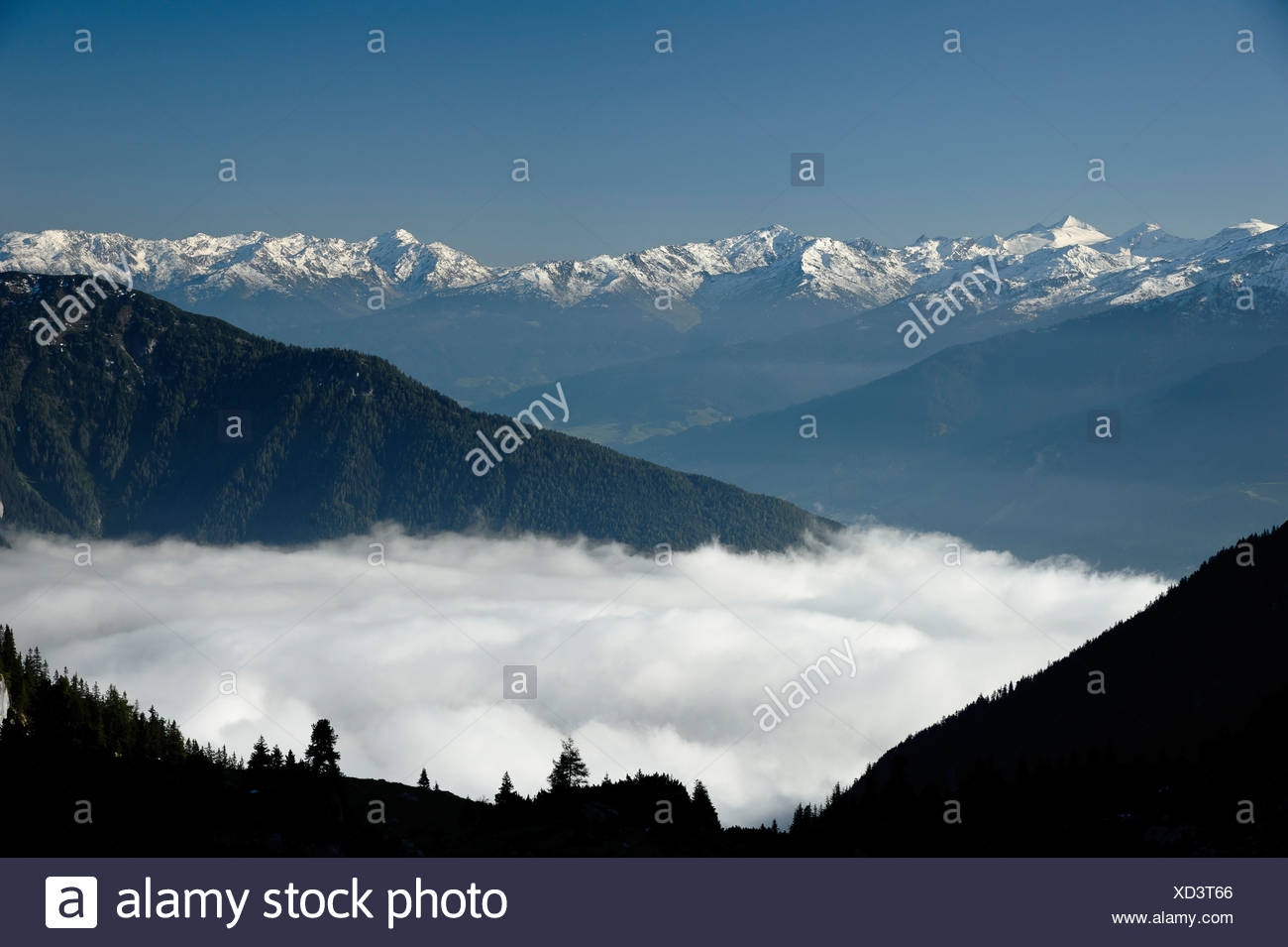 View from Erfurt alpine hut in the Rofan mountains onto the Karwendel mountains, Austria, Europe - Stock Image