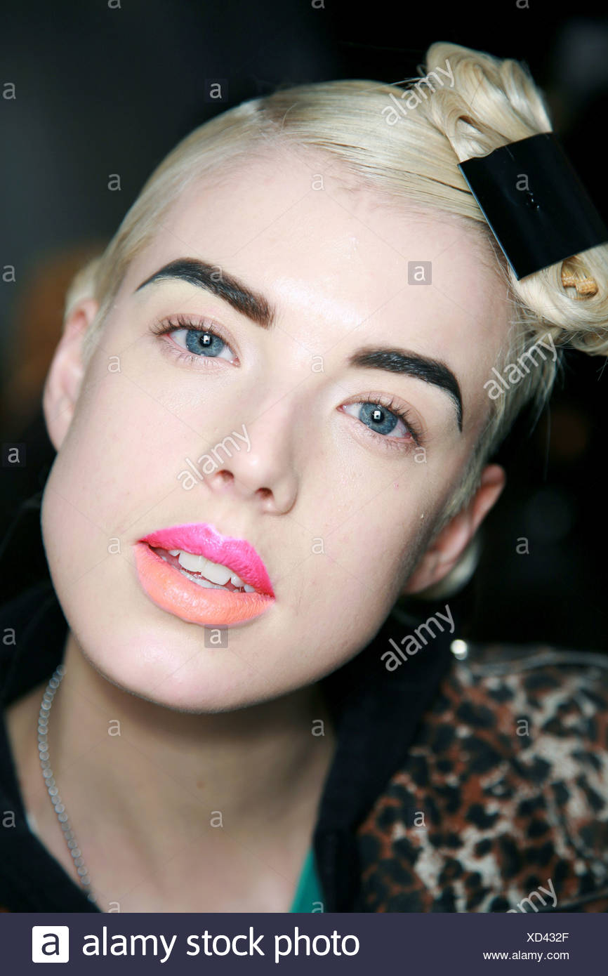 Dior Backstage Paris Ready to Wear Autumn Winter Model Agyness Deyn blonde hair and hair piece black clip black drawn eye brows - Stock Image