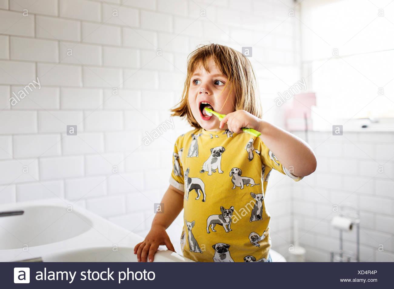 Small girl (2-3) brushing teeth - Stock Image