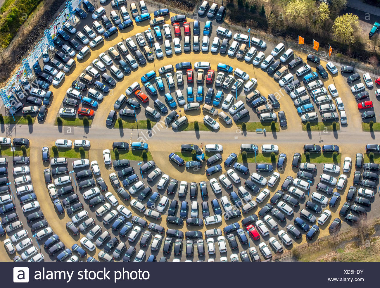 Parked cars, circular parking area, Hamm, Ruhr district, North Rhine-Westphalia, Germany - Stock Image