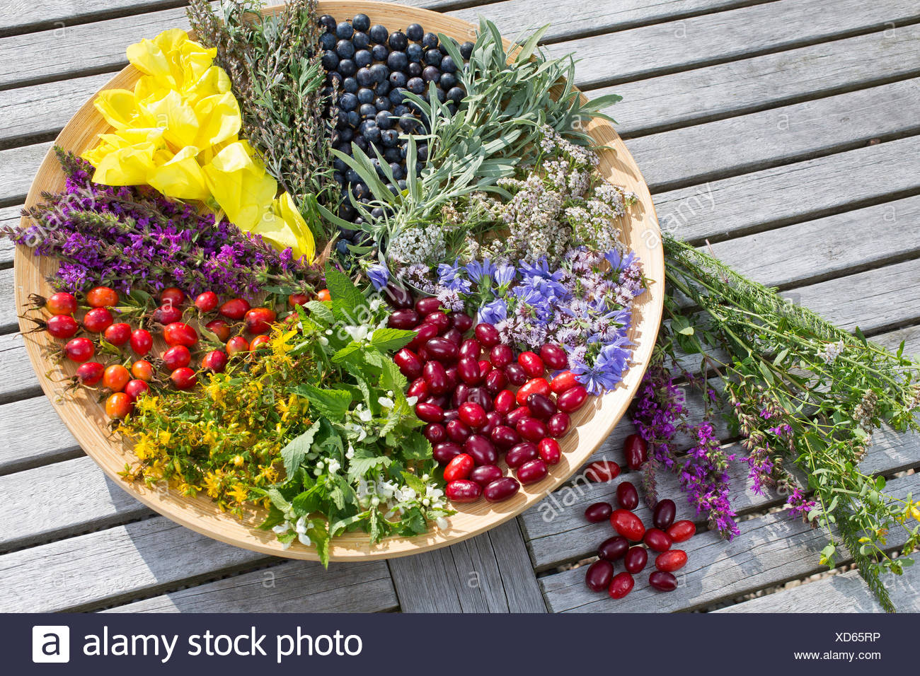 platter with late summer flowers and fruits , Germany - Stock Image