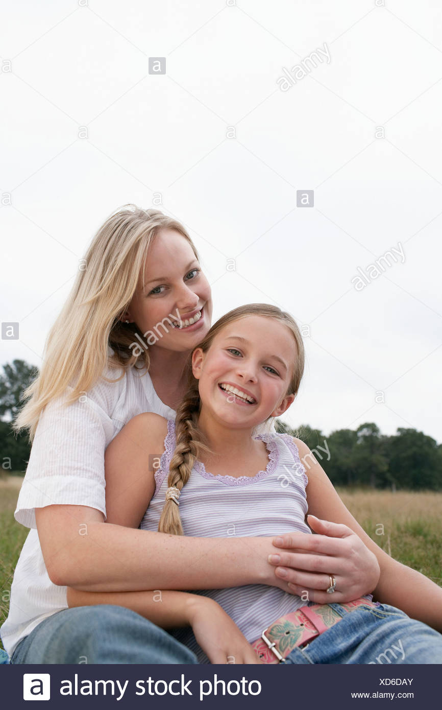 Mother with daughter in a field - Stock Image