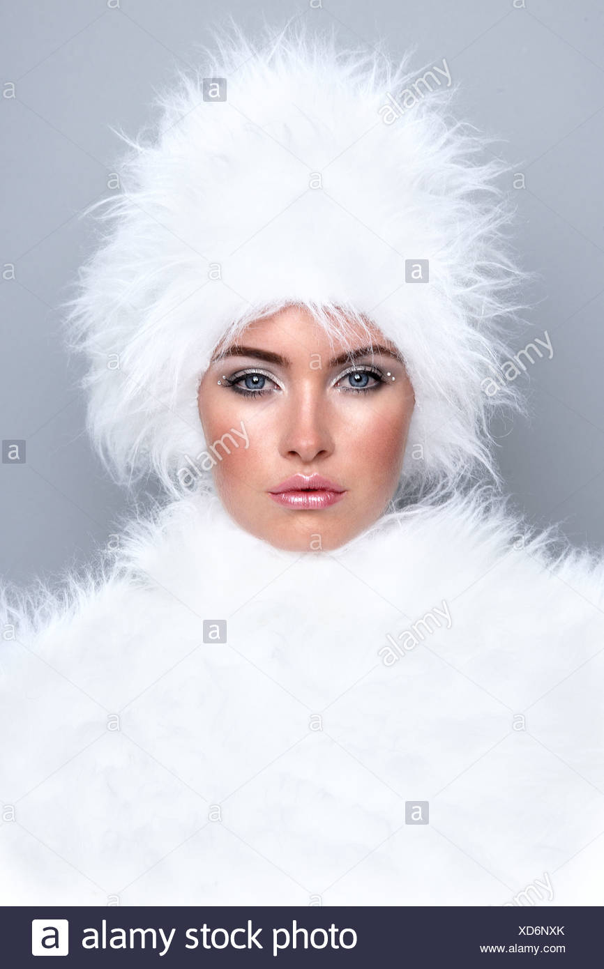 Woman wearing white fur - Stock Image