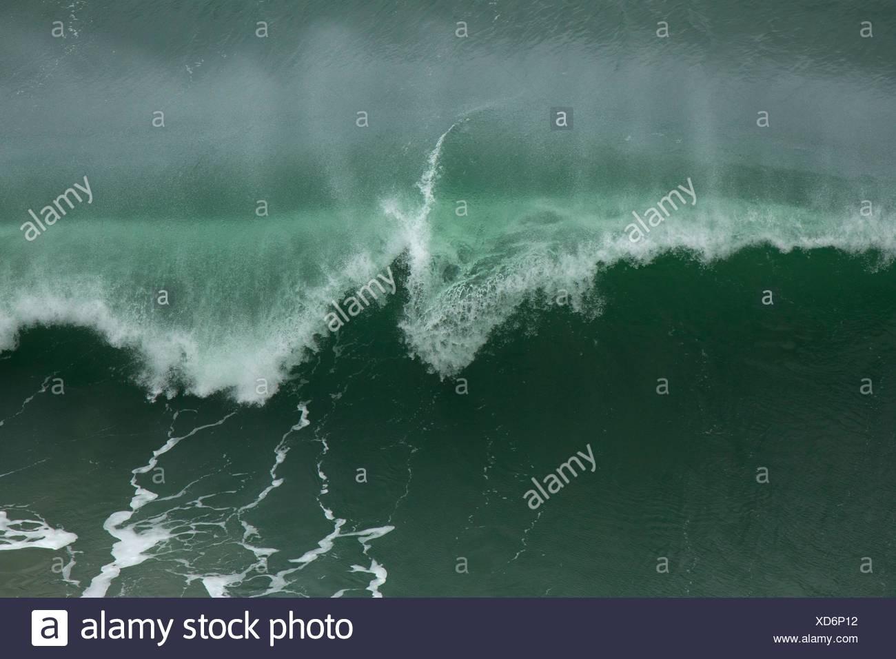 Breaking wave, Heceta Head Lighthouse State Park, Oregon. - Stock Image