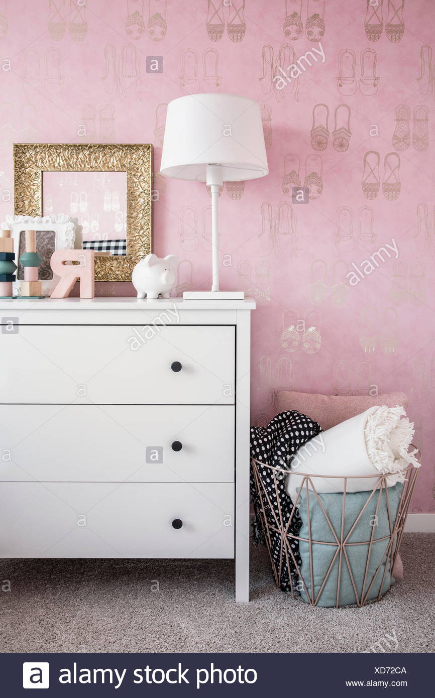 Pink wallpaper and pastel decor in bedroom - Stock Image